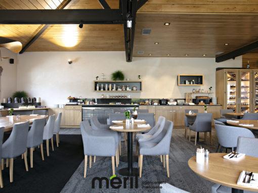 Agencement de l'espace petit déjeuner et du bar au Domaine de Cicé Blossac à Bruz (35)